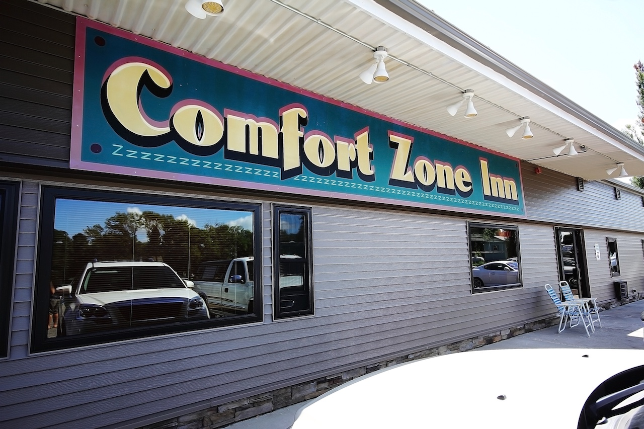 comfort zone inn - front building